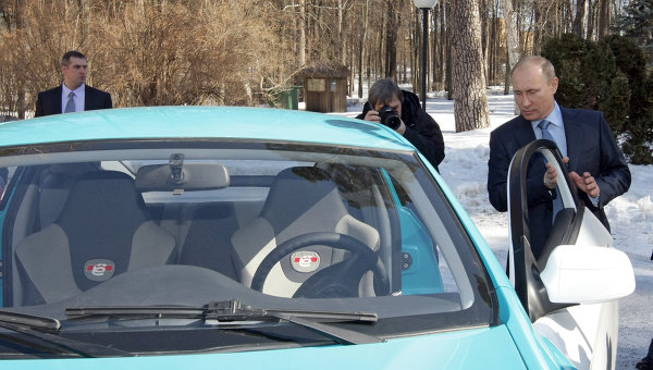 Putin test-drives new Russian Yo-mobile to Medvedev's house…