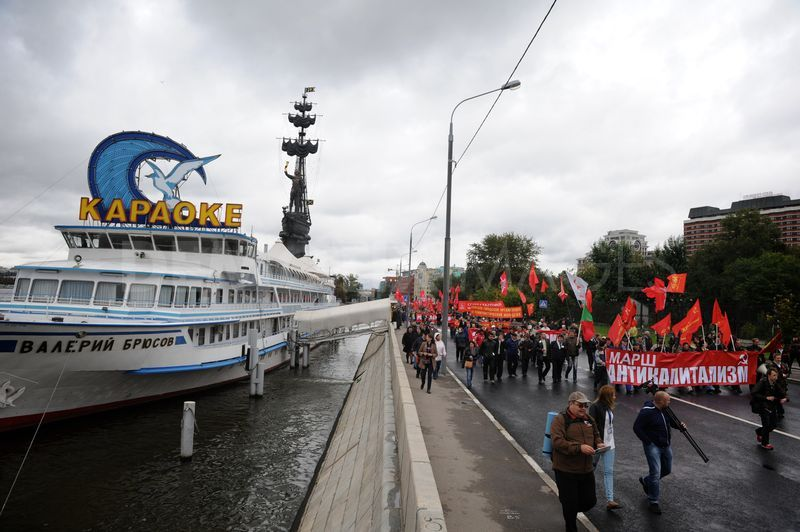 """Anti Capitalism"" march held in Moscow…"