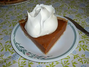 English: Pumpkin pie with whipped cream