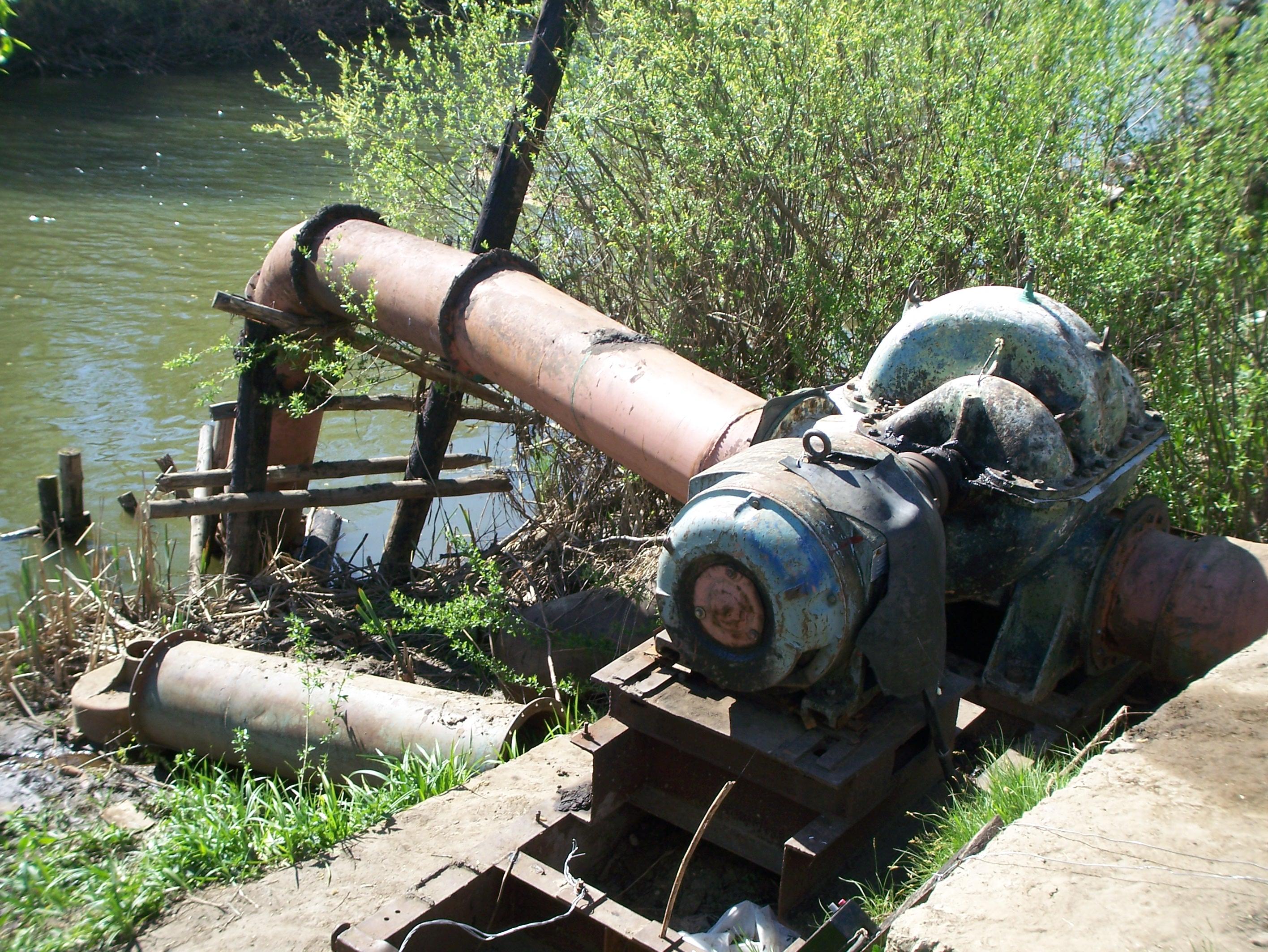 Russian Village: We Explore the Huge Carp Lake Pumps…